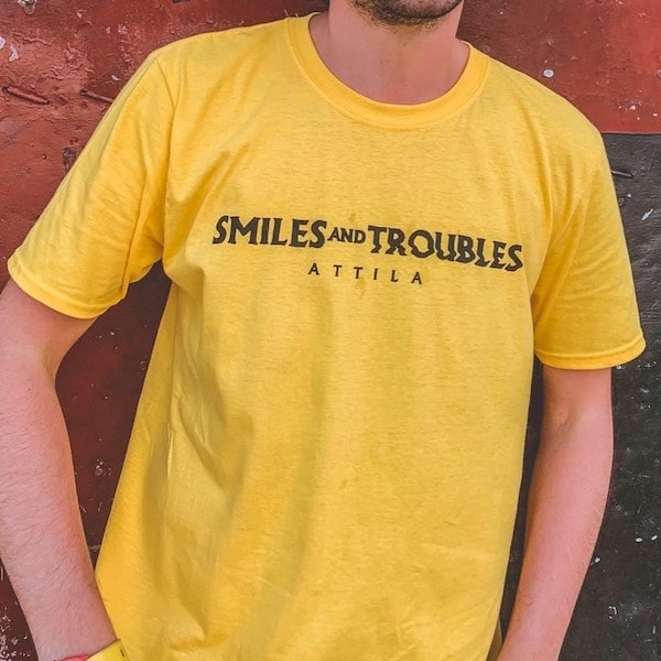 Attila – Smiles and Troubles T-Shirt (SPEDIZIONE GRATUITA !)